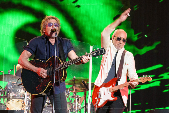 THE WHO PLAYS WORTHY FARM, GLASTONBURY, UK ON 28/06/2015