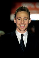 ACTOR TOM HIDDLESTON ATTENDS UK PREMIERE OF LIFE OF PI AT EMPIRE LEICESTER SQUARE, LONDON, UK ON 03/12/2012
