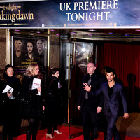 LEAD ACTOR TAYLOR LAUTNER ATTENDS UK PREMIERE OF THE TWILIGHT SAGA BREAKING DAWN PART 2 AT THE EMPIRE LEICESTER SQUARE, LONDON, UK ON 14/11/2012